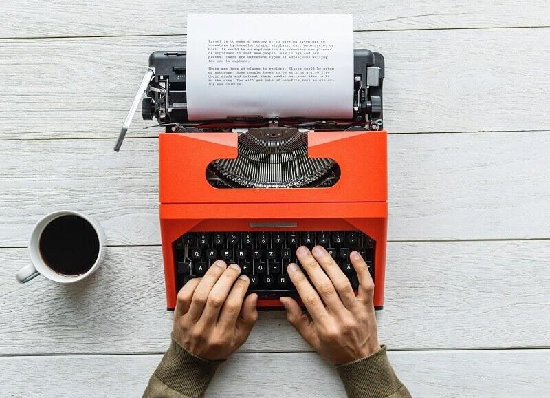 Czy copywriter i webwriter to jedno i to samo? Poznaj kluczowe różnice.